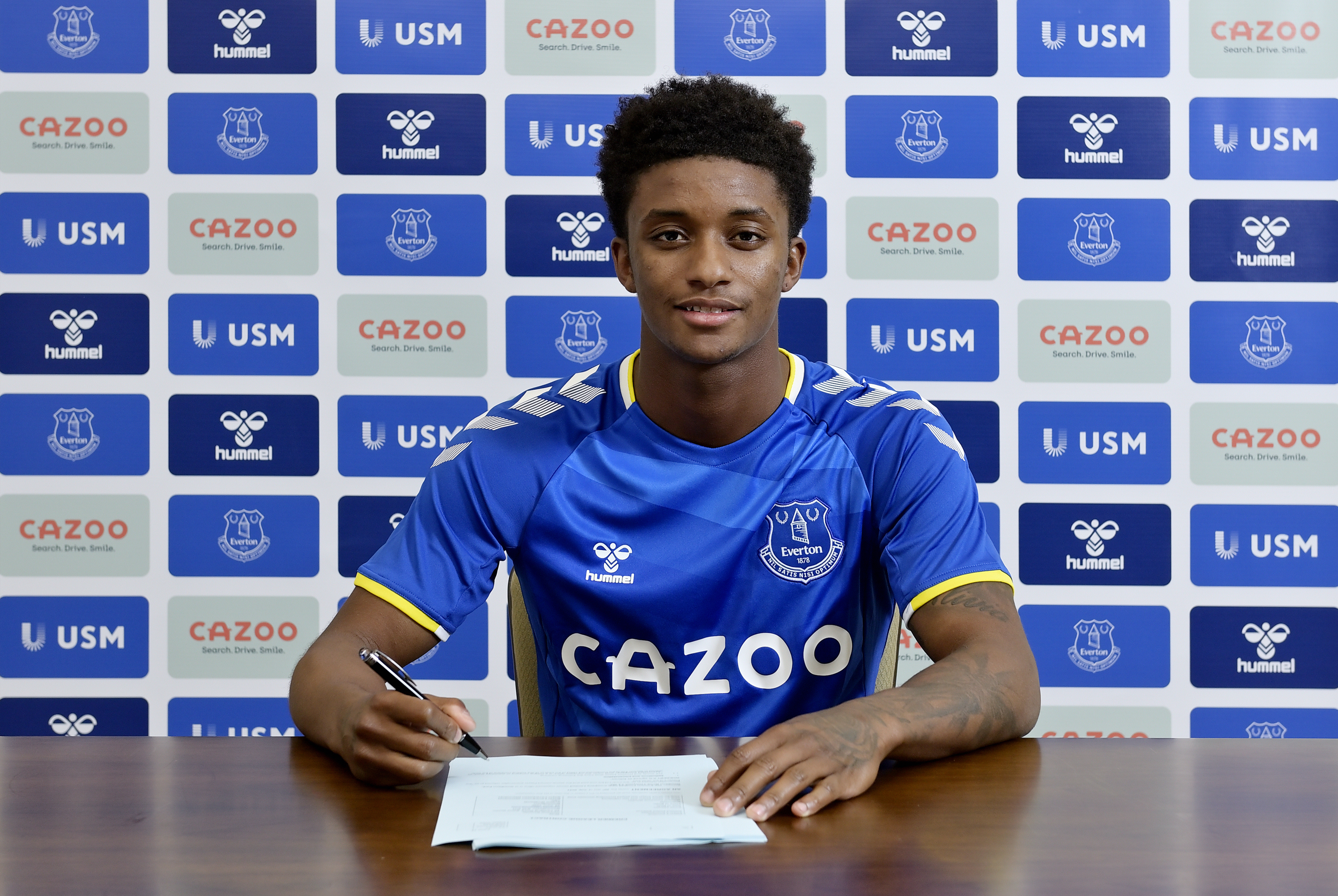 Gray Signs For Everton